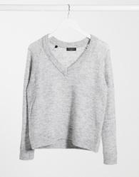 Selected Femme - Gebreide geborstelde trui met V-hals in grijs